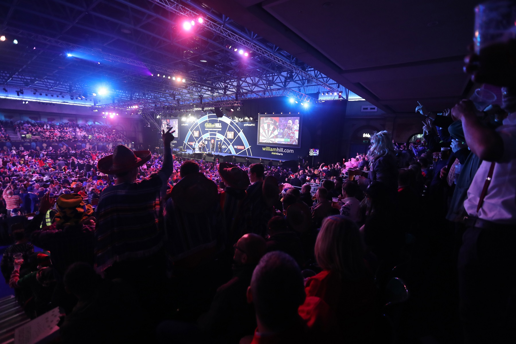 WILLIAM HILL WORLD DARTS CHAMPIONSHIP 2018 ALEXANDRA PALACE,LONDON PIC;LAWRENCE LUSTIG ROUND 1 KYLE ANDERSON V PETER JACQUES GENERAL VIEW IN ACTION