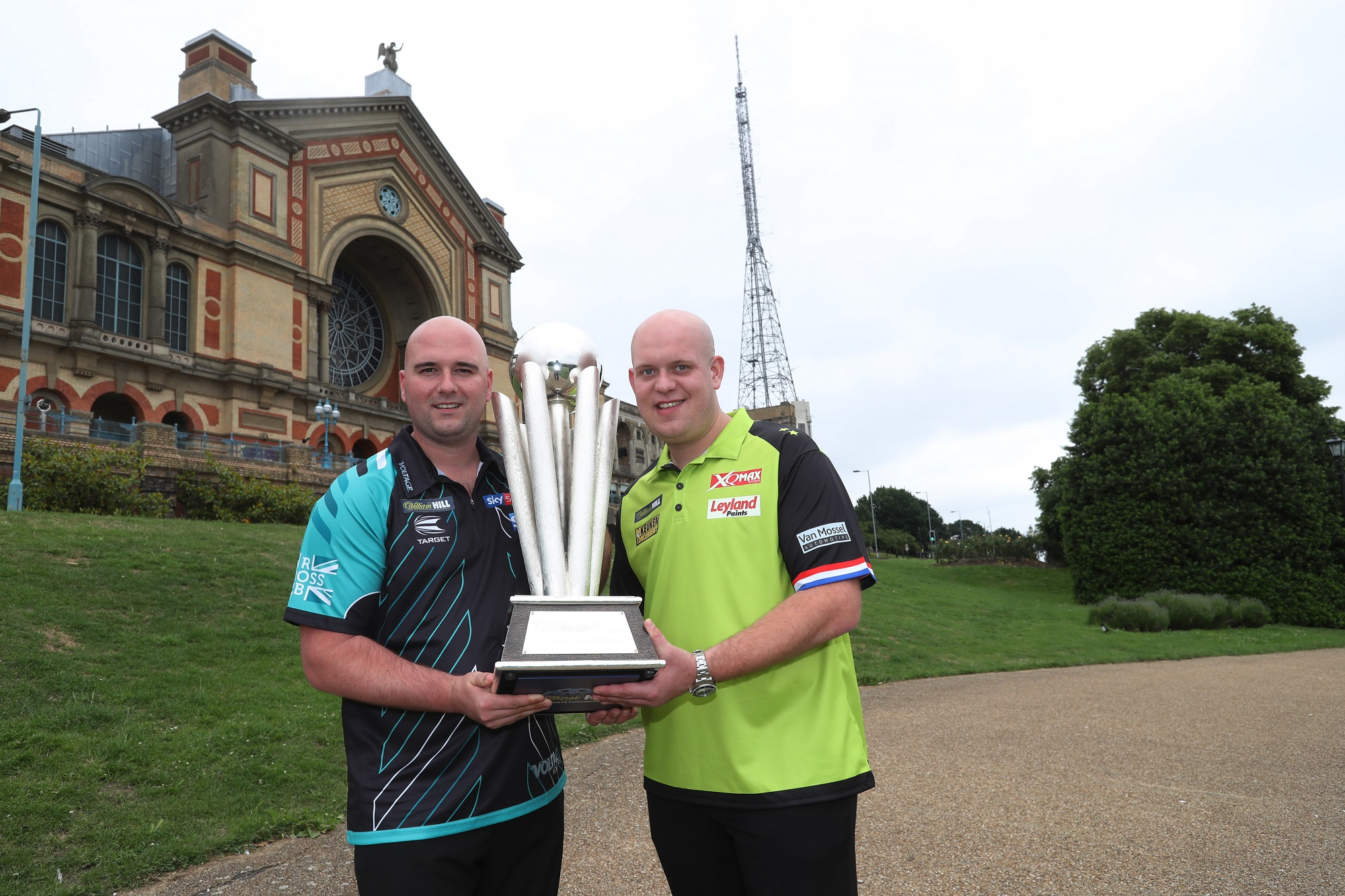 WILLIAM HILL WORLD DARTS CHAMPIONSHIP 2019 ANNOUNCEMENT ALEXANDRA PALACE ,LONDON PIC;LAWRENCE LUSTIG WORLD CHAMPION ROB CROSS AND WORLD NUMBER 1 MICHAEL VAN GERWEN AT LONDONS ALEXANDRA PALACE AS THE PDC ANNOUNCE THE EXPANSION OF THE WORLD DARTS CHAMPIONSHIPS TO 96 PLAYERS.
